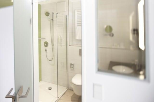 bathroom superior room wellness hotel bavaria 7